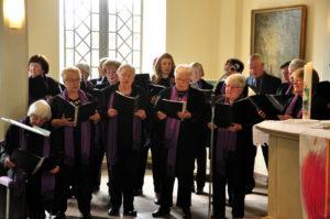 Der ökumenische Kirchenchor gestaltete die 175-Jahr-Feier der Evangelischen Gemeinde mit. Foto: Armin Haß